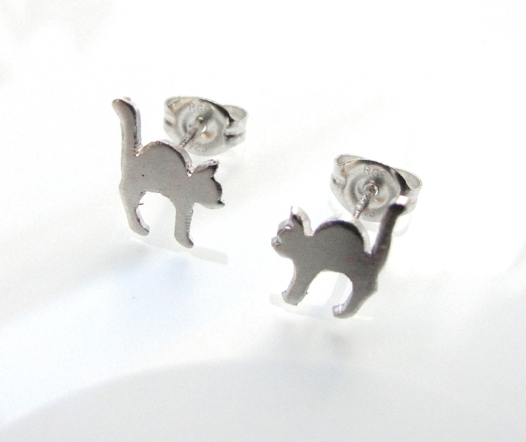 streatching-cat-earrings-01
