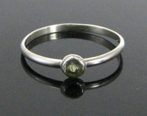 thin-peridot-stacking-ring-01